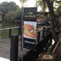 Photo prise au Nontnatee Resort & Restaurant par xosuptae's . le10/24/2014