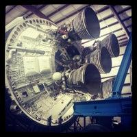12/27/2012 tarihinde Jessica D.ziyaretçi tarafından Rocket Park (NASA Saturn V Rocket)'de çekilen fotoğraf