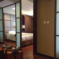 Photo taken at FAIRMONT RESIDENCE[福泰酒店公寓] by josephine k. on 7/18/2015
