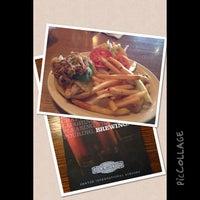 Foto diambil di Rock Bottom Restaurant & Brewery oleh T W. pada 6/27/2013