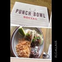 7/24/2013 tarihinde T W.ziyaretçi tarafından Punch Bowl Social'de çekilen fotoğraf