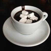 Снимок сделан в Traveler's Coffee пользователем Julia K. 4/20/2013