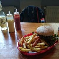Das Foto wurde bei Rembrandt Burger von Alexander P. am 9/7/2013 aufgenommen