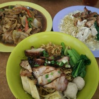 Photo taken at Kedai Kopi Syn Lee by Locksley N. on 9/15/2015
