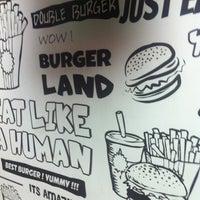 Foto tomada en Burger Land | برگرلند por Hani M. el 6/4/2013