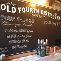 Foto tomada en Old 4th Distillery por Victoria D. el 4/23/2016
