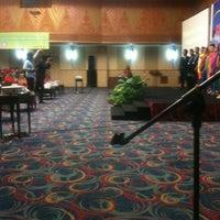 Photo taken at Tangkubanperahu Room, Hotel Horison Bekasi by Rama W. on 5/21/2015