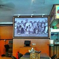 Photo taken at Restoran Ayam Penyet-AP by Chor A. on 5/27/2013
