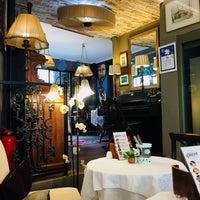 Photo prise au Faik Pasha Cafe par Büşra K. le3/27/2018