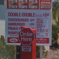 Photo taken at In-N-Out Burger by Jocelyn on 7/1/2011