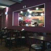 Foto tirada no(a) Hamburgueria do Sujinho por Karina K. em 1/19/2012