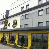 Das Foto wurde bei B&B Hotel Frankfurt-Nord von Kook K. am 3/13/2012 aufgenommen