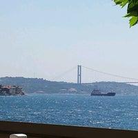 Das Foto wurde bei Kandilli Sahili von 🚫 Murat 🚫 am 7/22/2012 aufgenommen