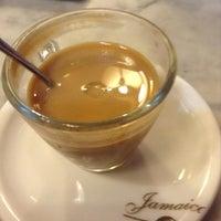 Photo prise au Café Jamaica par Olga R. le7/25/2013