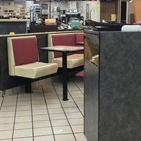 Foto tirada no(a) McDonald's por Amanda S. em 7/12/2017