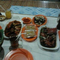 Photo taken at Sea Food 1000 Pulau by Wilda A. on 5/8/2013