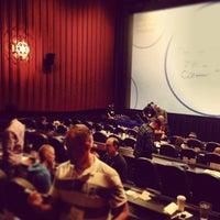 Foto tirada no(a) Alamo Drafthouse Cinema por Sean M. em 10/26/2013