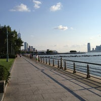 Foto tirada no(a) West Side Highway Running Path por Price M. em 8/27/2013