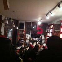 Photo prise au Piola Libri par Maxine S. le2/22/2013