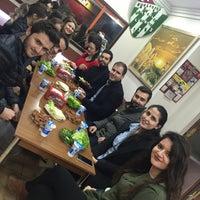 Foto tirada no(a) Ustaeller Çiğ Köfte por Halit A. em 11/28/2017