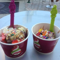 Photo taken at Menchie's Frozen Yogurt by Karina R. on 3/23/2013