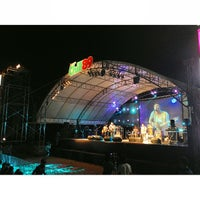 Photo taken at Chill Music On The Beach 7 หน้าเจ็ดหลังเจ็ด by Chayapa C. on 3/30/2013