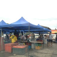 Photo taken at Pasar Malam Menggatal by Azrie A. on 1/19/2013