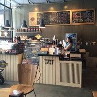 Photo taken at Loft Lek Lek Coffee by Muai K. on 9/23/2014