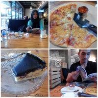 Photo taken at Kopi Beunta - coffee & pizza by aryl z. on 2/1/2015