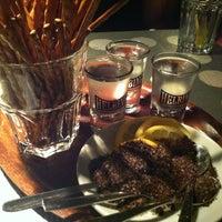 Das Foto wurde bei Pony Bar von Sylvia U. am 2/16/2013 aufgenommen