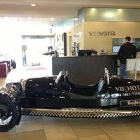 Das Foto wurde bei V8 Hotel von Dimitris T. am 2/19/2013 aufgenommen