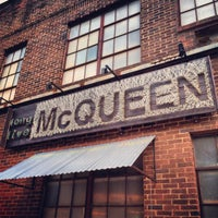 Photo prise au Melrose & McQueen Salon par Davis A. le10/3/2013