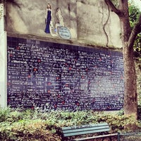 """Photo prise au Le Mur des """"Je t'aime"""" par Julls 🍀 J. le10/29/2013"""