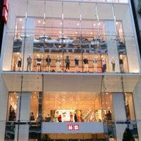 Das Foto wurde bei UNIQLO von Matsuri S. am 3/17/2012 aufgenommen