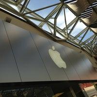 Photo taken at Apple La Cantera by Manuel A. on 4/15/2013