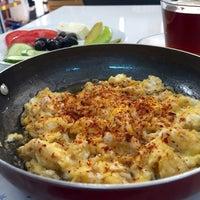 Photo taken at WOS cafe&şarküteri by Suat T. on 5/16/2016
