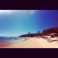 Foto tirada no(a) Praia da Tartaruga por jean r. em 10/5/2012