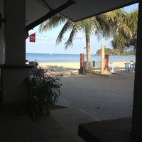 Photo taken at DR Lanta Bay Resort Koh Lanta by Daniel E. on 3/23/2013
