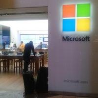 Foto tirada no(a) Microsoft Store por Manoel Frederico S. em 6/7/2013