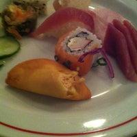 Foto tirada no(a) Sushi Yama por Bruna K. em 1/8/2013