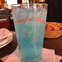 Foto diambil di Tony's Pizza oleh Cassandra K. pada 3/15/2013