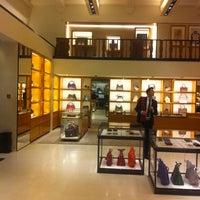 2/18/2013 tarihinde Роман Анатольевич Б.ziyaretçi tarafından Louis Vuitton'de çekilen fotoğraf
