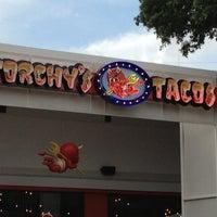 Das Foto wurde bei Torchy's Tacos von Sarah B. am 5/30/2013 aufgenommen