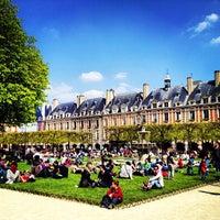 4/21/2013 tarihinde Seyed M.ziyaretçi tarafından Place des Vosges'de çekilen fotoğraf