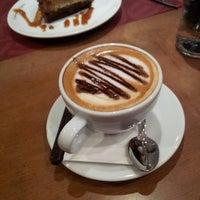 2/17/2013 tarihinde Akilemiröznur G.ziyaretçi tarafından Kahve Dünyası'de çekilen fotoğraf