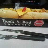 Foto tirada no(a) Rock & Dog Dogueria por Erica N. em 9/14/2013
