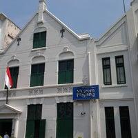 Photo taken at Museum Wayang by Joseph Y. on 5/24/2013