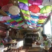 6/22/2013 tarihinde Gülseziyaretçi tarafından Savor Cafe'de çekilen fotoğraf