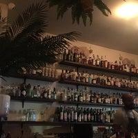 Das Foto wurde bei Life Is Beautiful - Cocktail Bar von Alice A. am 10/13/2018 aufgenommen