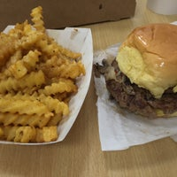 Photo taken at Custom Burgers by Pat La Frieda by Geoff F. on 7/25/2016